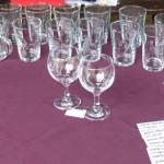Stánek s vystavenými skleničkami