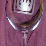 Sklenice na víno s vyleptaným srdcovým esem