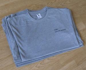 LOS lovecké potřeby černá na šedivém tričku - štos