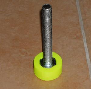 Zapuštěný šroub v noze vytištěné na 3D Tiskárně