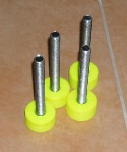 Sada štelovacích noh od stolu vytištěných na 3D tiskárně